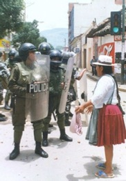 Cochabamban woman confronts police (2000)