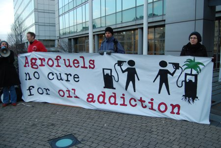 Banner : Agrofuels no cure for fuel addiction
